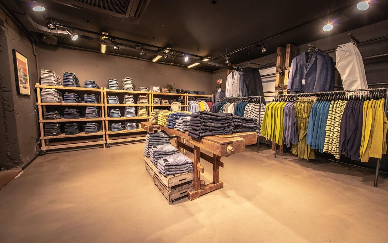 Winkelfoto van de kledingcollectie